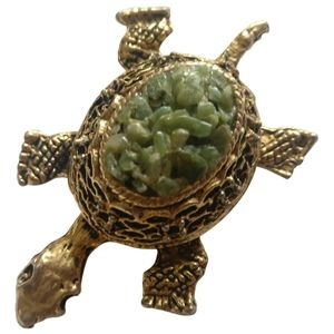 🇨🇦 Vintage jadeite turtle brooch